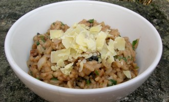 Dried mushroom risotto with chocolate.