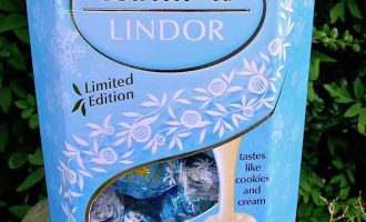 Lindt Chocolate Lindor Stracciatella Limited Edition