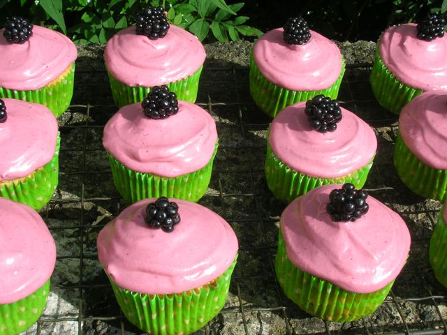 Blackberry-and-Apple-Cupcakes
