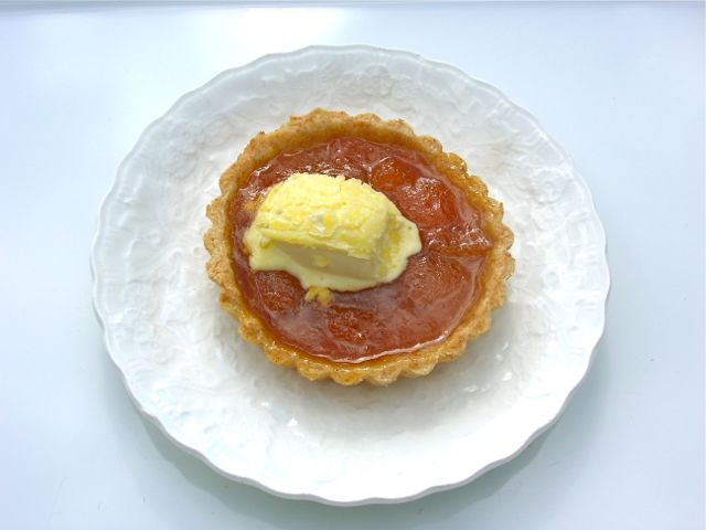 Jam Tart with Cream