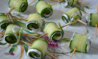 Cucumber Roll-UP with a Garlic Feta Mint Filling
