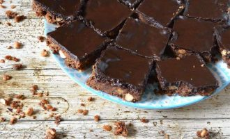 Cinnamon Coconut Chocolate Crunch Traybake