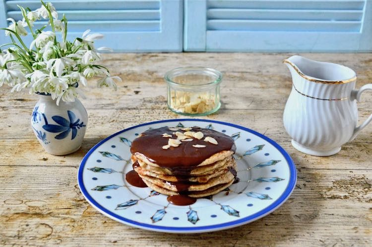 Wholemeal Spelt Pancakes with Coffee Cardamom Chocolate Sauce