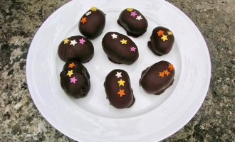 Homemade Cake Truffle Easter Eggs